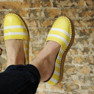 Yellow en white striped Spring shoes