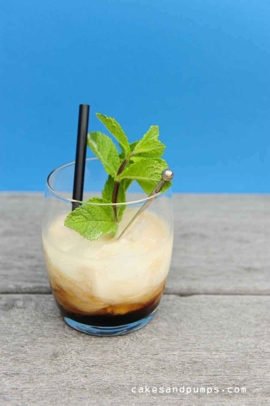Cocktail Friday with a White Russian cocktail