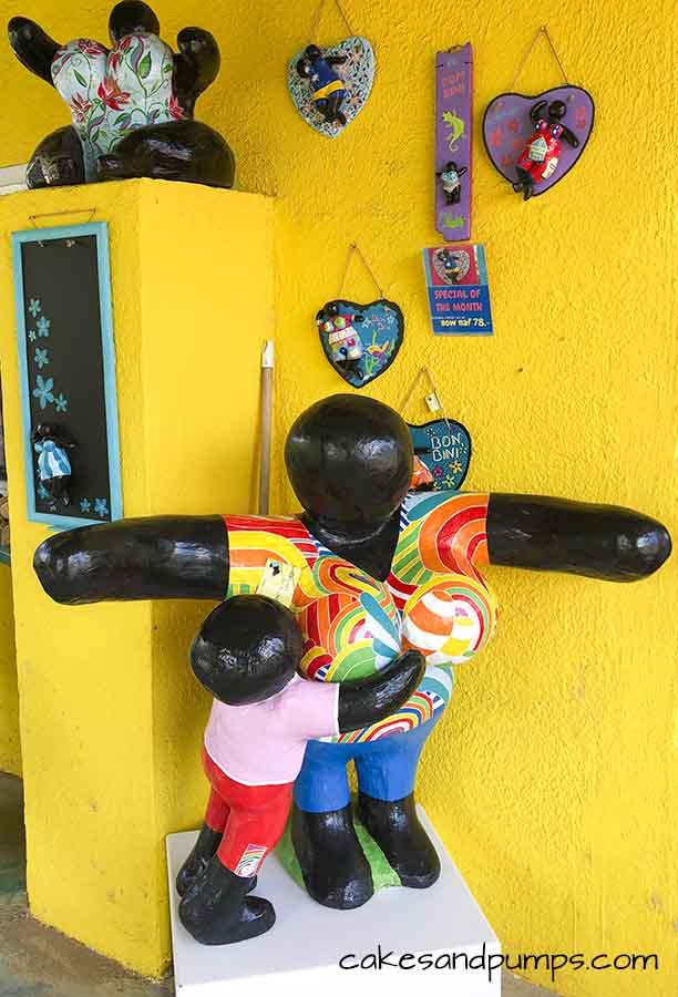 Big Chichi at the shop of Serena's art factory Curacao, cakesandpumps.com