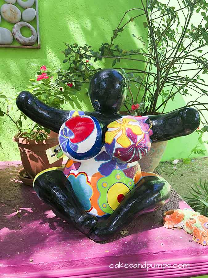Chichi at Serena's art factory Curacao, cakesandpumps.com