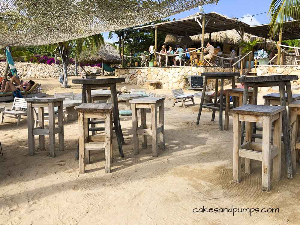 Little restaurant Kokos Beach at Jan Thiel baai, cakesandpumps.com