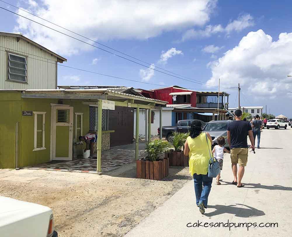 Walking in the street of Purunchi Curacao, cakesandpumps.com